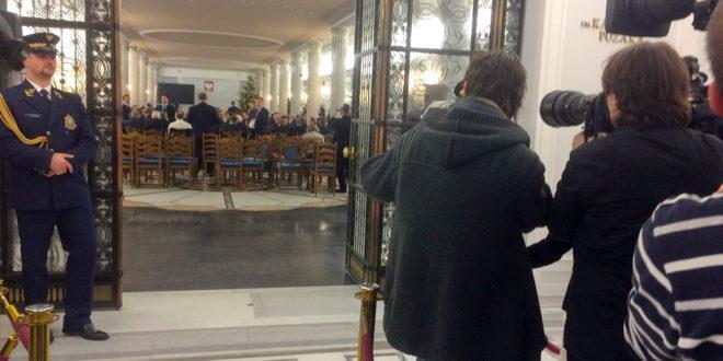 Niewpuszczenie dziennikarzy na posiedzenie Sejmu narusza konstytucyjne prawo obywateli dostępu do informacji