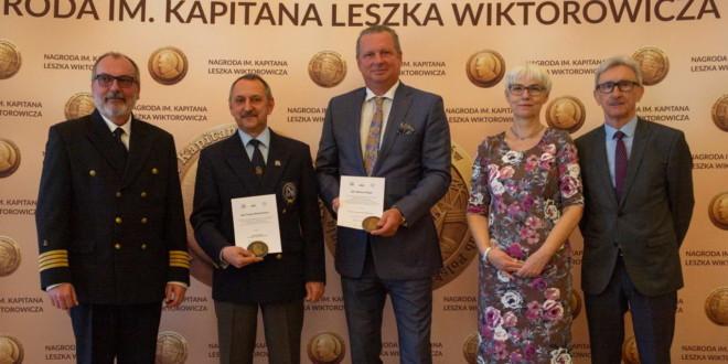 Kapitan Mariusz Koper oraz kapitan Cezary Bartosiewicz odebrali Nagrody im. kapitana Leszka Wiktorowicza