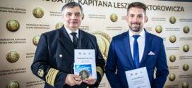 Wręczono Nagrodę im. Kapitana Leszka Wiktorowicza. Laureaci tegorocznej dziesiątej edycji to kpt. Adam Wiśniewski oraz Uniwersytet Morski w Gdyni.